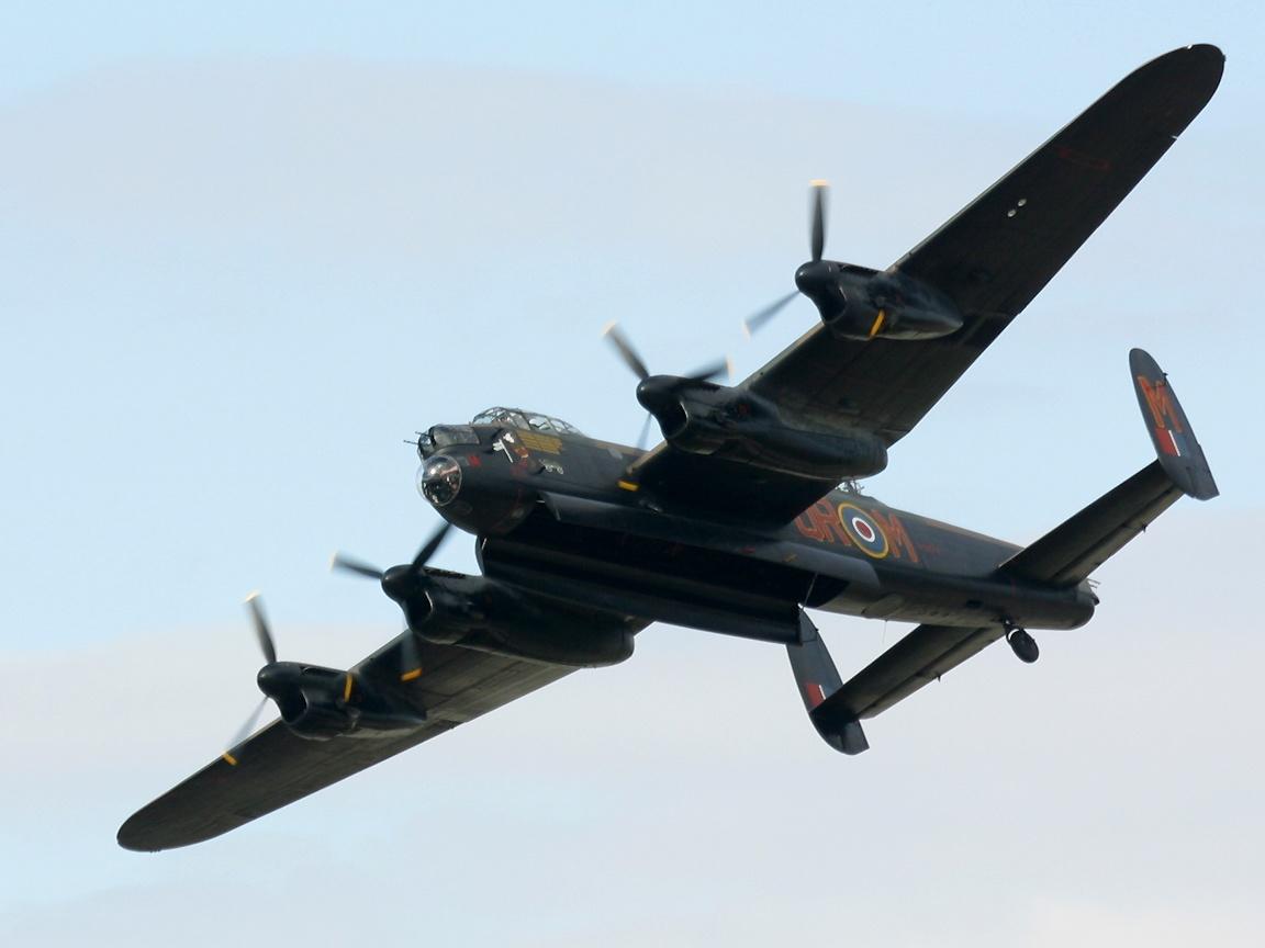 Обои avro lancaster, бомбардировщик, четырёхмоторный. Авиация foto 16